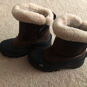 North face women's snow boots. Size 6